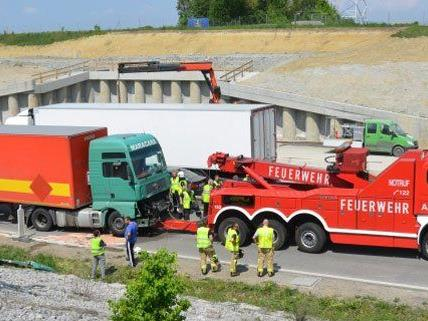 Drei Lkw aren an dem Unfall am Mittwoch beteiligt.