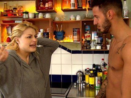 Im Streit mit Chris wird Theresas Geheimnis gelüftet.