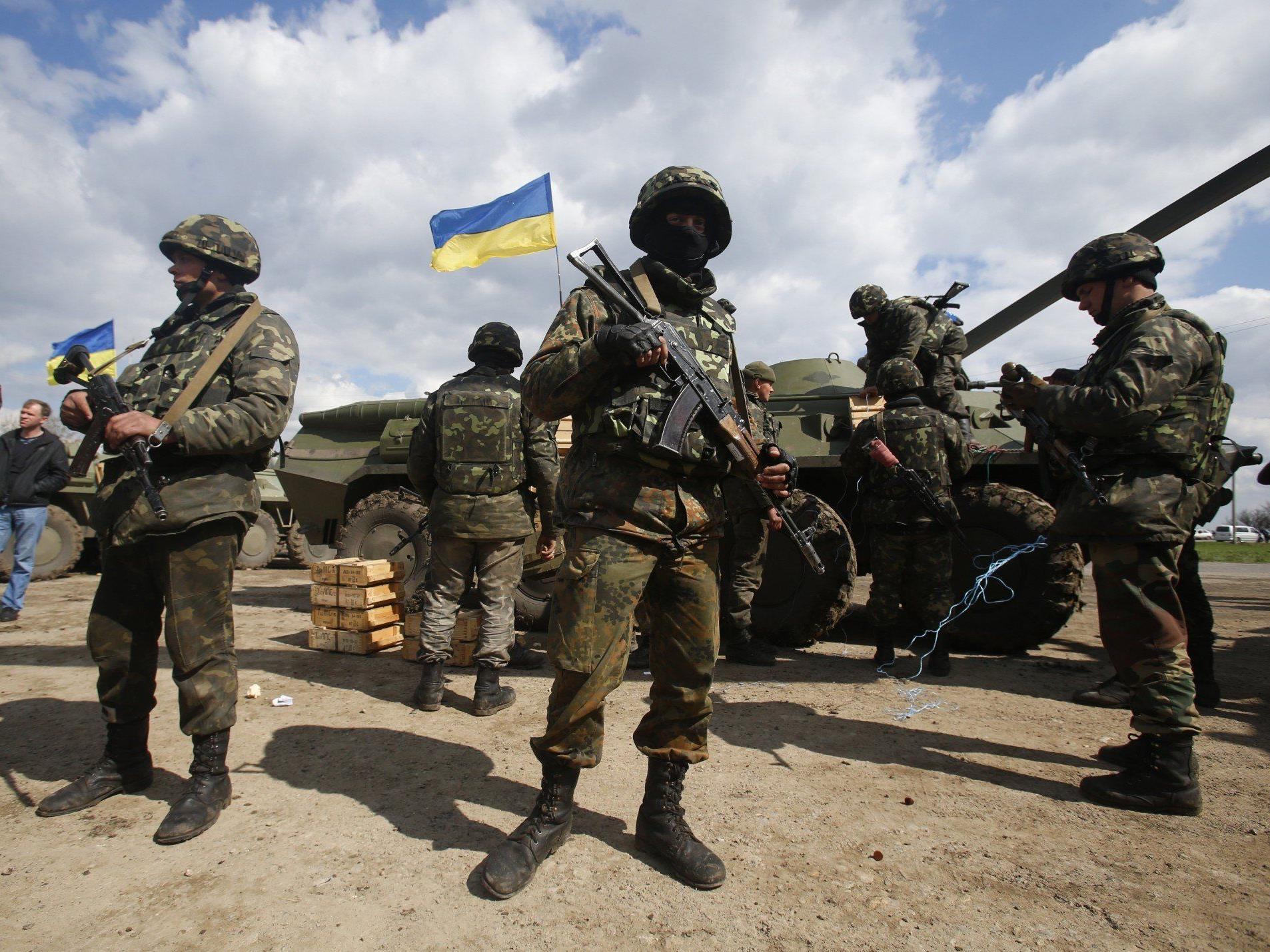 Sondereinheiten gehen gegen prorussische Separatisten vor.
