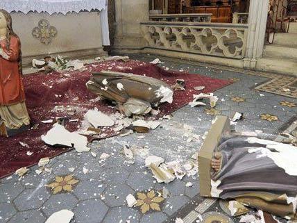 So wie hier in der Lazaristenkirche ist es in mehreren Gotteshäusern zu Beschädigungen gekommen.