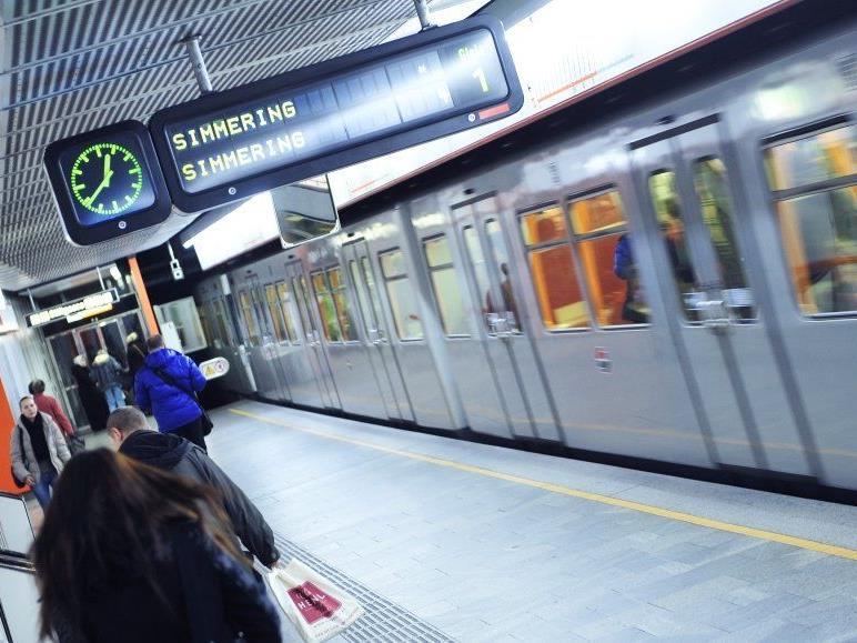 Am Mittwochabend versuchte ein 46-Jähriger einen russischen Touristen vor eine U-Bahn zu stoßen.
