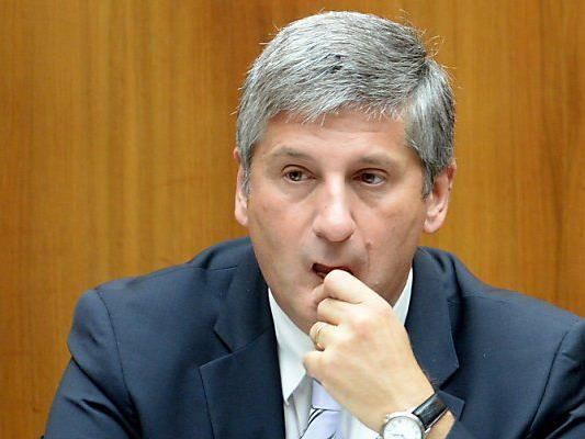 Finanzminister Spindelegger mit seinem ersten Budget