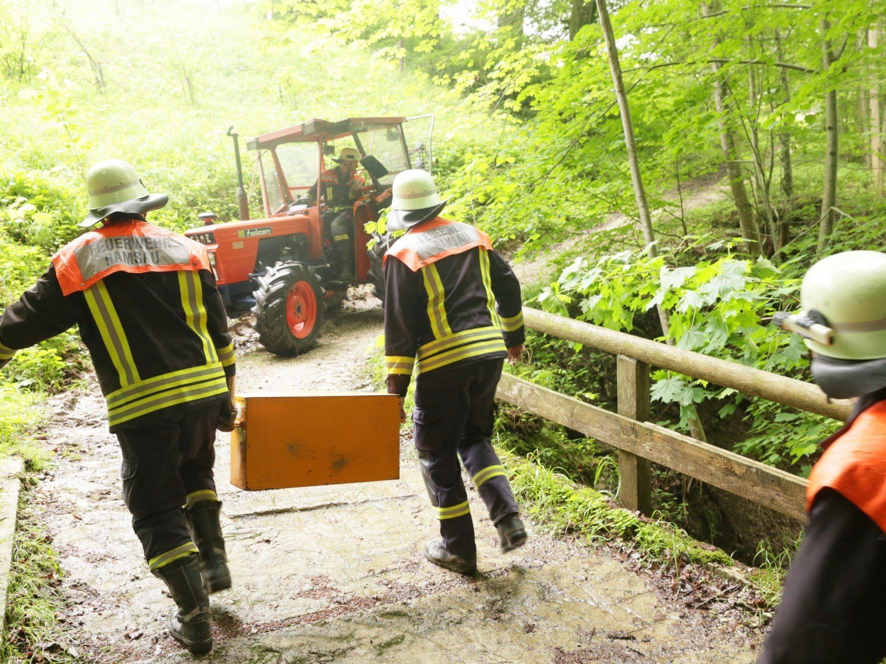 Ein Traktor musste am Samstagmorgen in Ramsau geborgen werden.