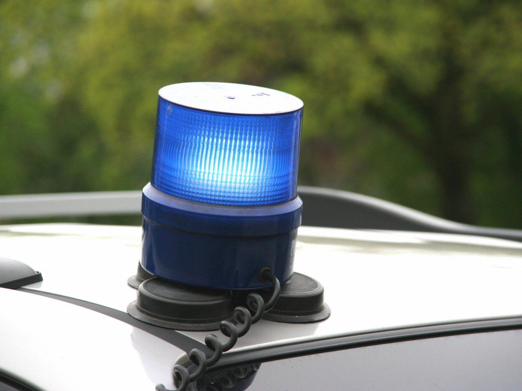 Die Polizei fand den erschöpften Mann gegen 01:00 Uhr nachts.