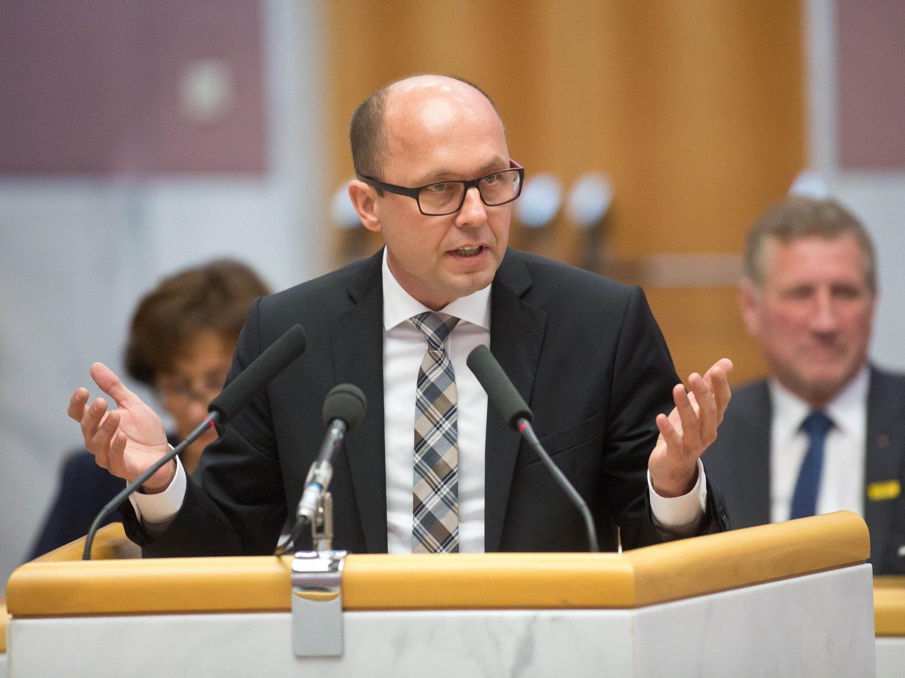 Bleibt ÖVP bei Steuerentlastung hart, will Ritsch den Koalitionspartner im Parlament übergehen.