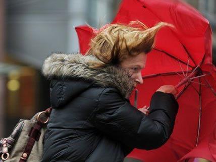 Von Donnerstag bis Samstag wird vor Starkregen, Schneefall und starken Sturmböen gewarnt.