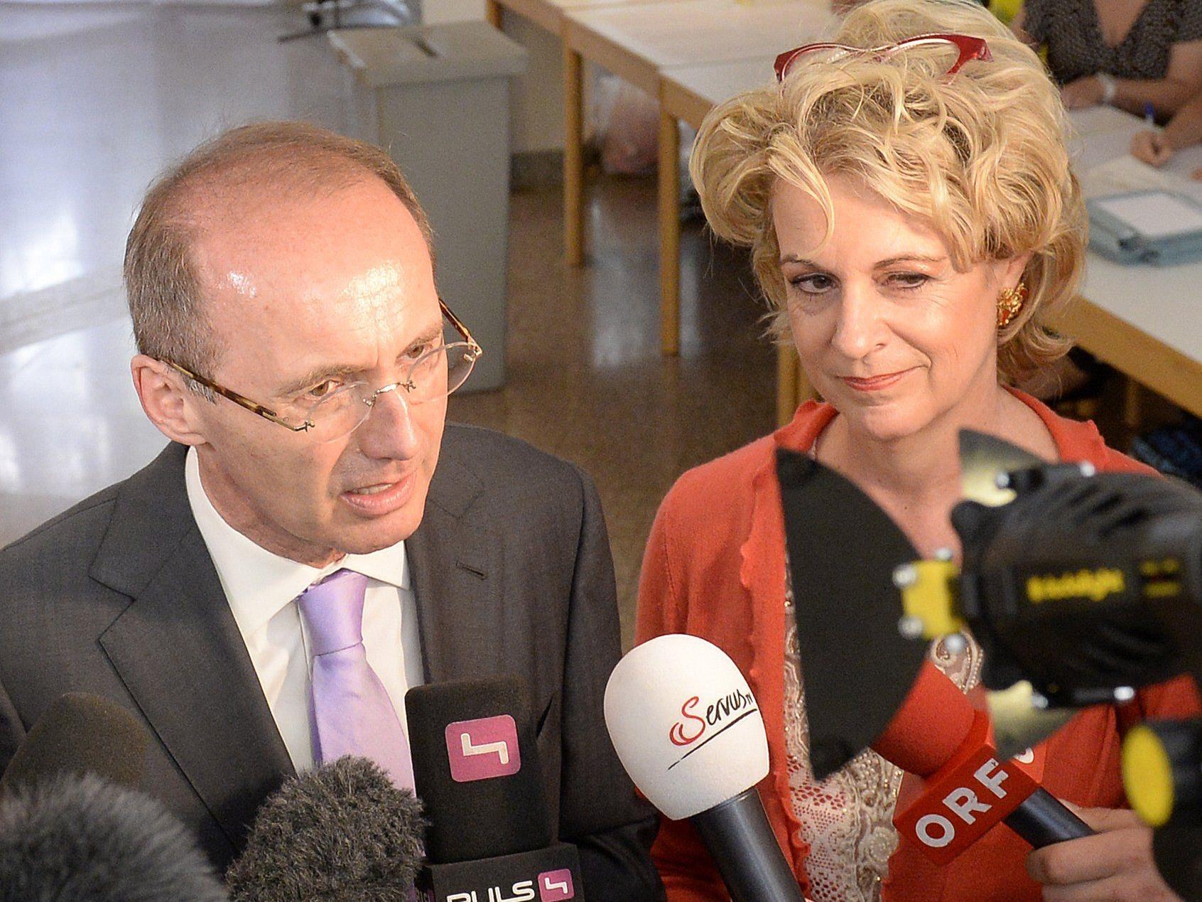 Spitzenkandidat Othmar Karas gab seine Stimme in Wien ab.