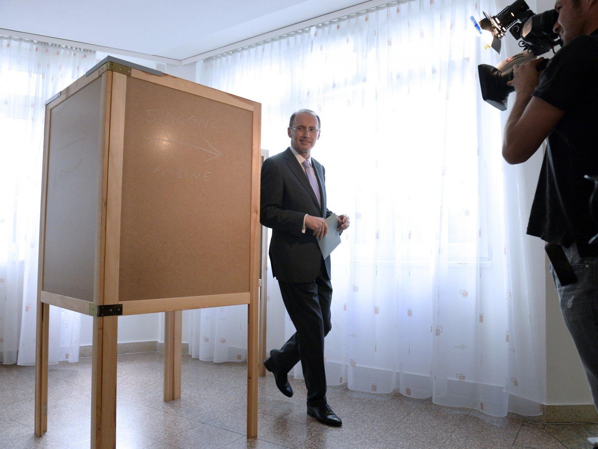 Nach der ersten Hochrechnung zur Europawahl 2014 liegt die ÖVP auf Platz 1.