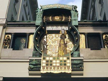 Die Ankeruhr am Hohen Markt feiert ihren 100. Geburtstag.