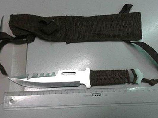 Mit diesem Messer attackierte der Mann seinen Widersacher