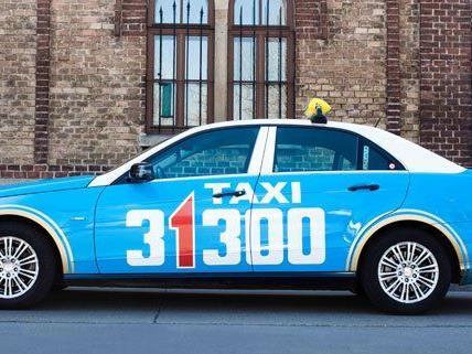"""Taxi 31300 unterstützt das Projekt """"E-Taxis für Wien""""."""