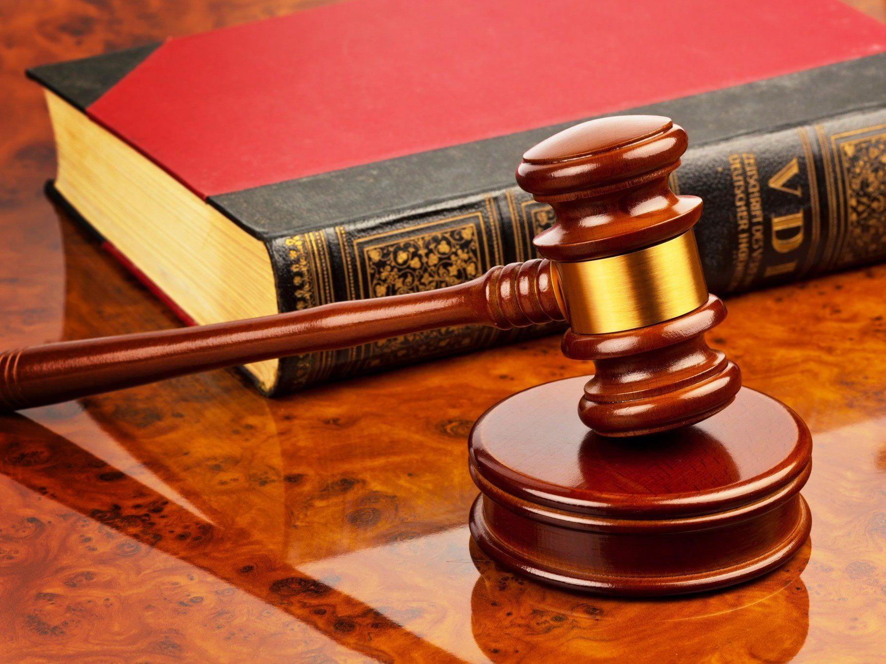 15 Monate teilbedingt für Ex-NVP-Funktionär, Freundin freigesprochen.
