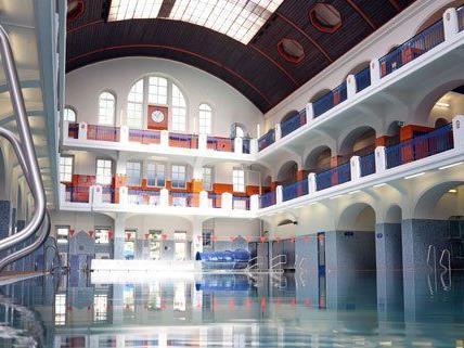 Das Jörgerbad ist das älteste Hallenbad der Stadt.