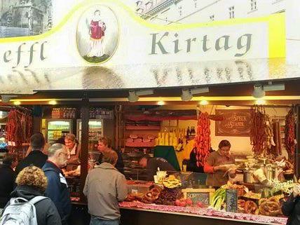 Der Steffl Kirtag vorm Wiener Stephansdom.