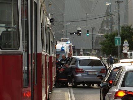 Am Dienstagabend kam es im 22. Bezirk zu einem Straßenbahnunfall.