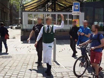 """Ein Plachutta-Kellner fand an der Aktion """"Erdbeeren mit Zucker"""" wenig Gefallen."""