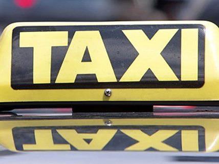 Ein Taxi wurde am Sonntag in einen tödlichen Unfall verwickelt.