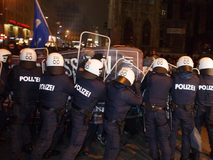 Akademikerball: Kritik der Volksanwaltschaft an Polizeieinsatz