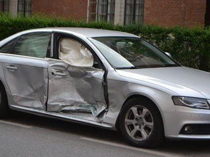 Zwei Fahrzeuge waren in den Unfall am Sonntag verwickelt.