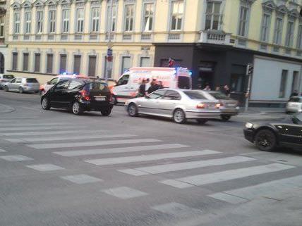 Nach dem Unfall waren Rettung, Notarzt und Polizei sofort vor Ort.