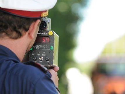 Pfingstverkehr - Polizei achtet auf Raser, Drängler und Alkolenker
