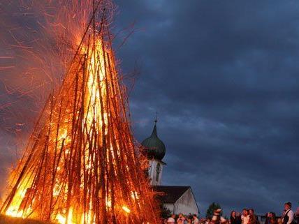 Am 21. Juni werden wieder traditionelle Sonnwendfeuer entzündet.