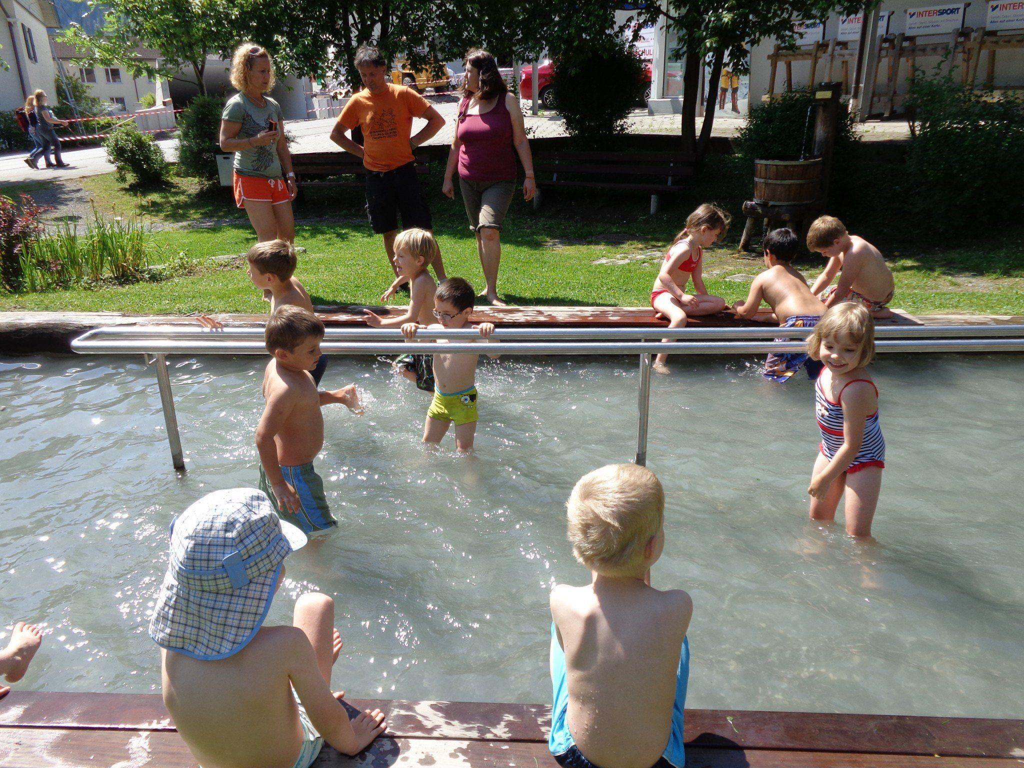 Der Kneipp-Kindergarten machte einen Ausflug zur Kneippanlage.