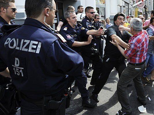 Demonstraten und Polizisten trafen bei den Demos rund um den Erdogan-Besuch in Wien aufeinander