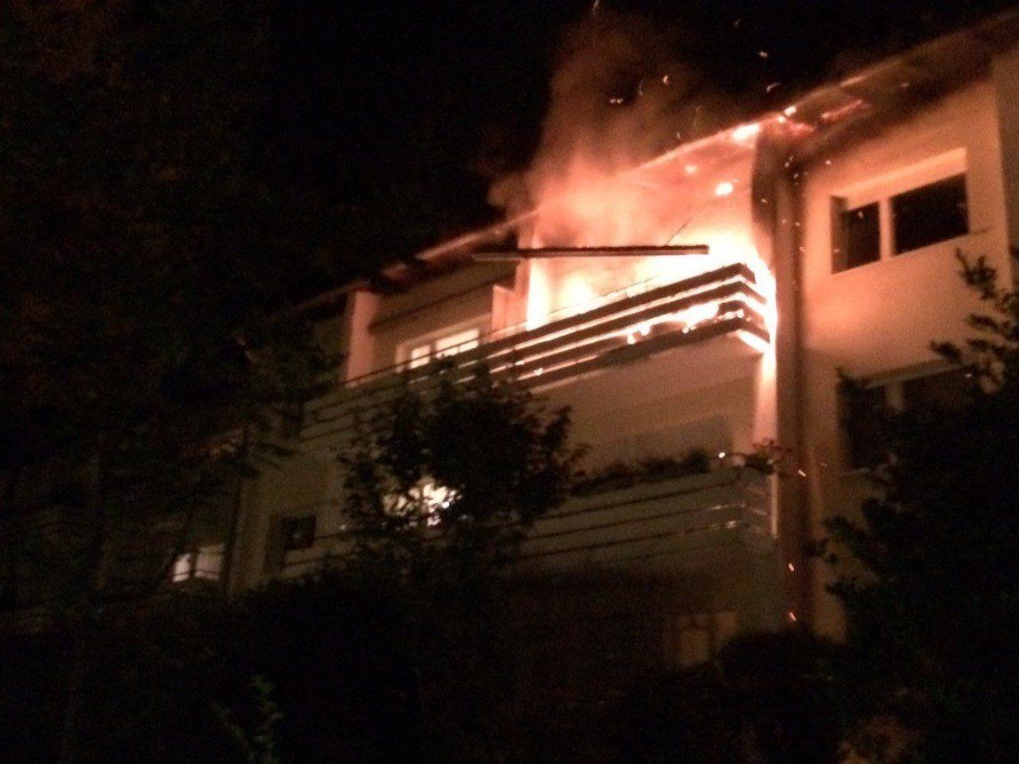 Nach einem Unfall mit einem Ethanolofen stand ein Balkon in Wien-Hernals in Flammen.