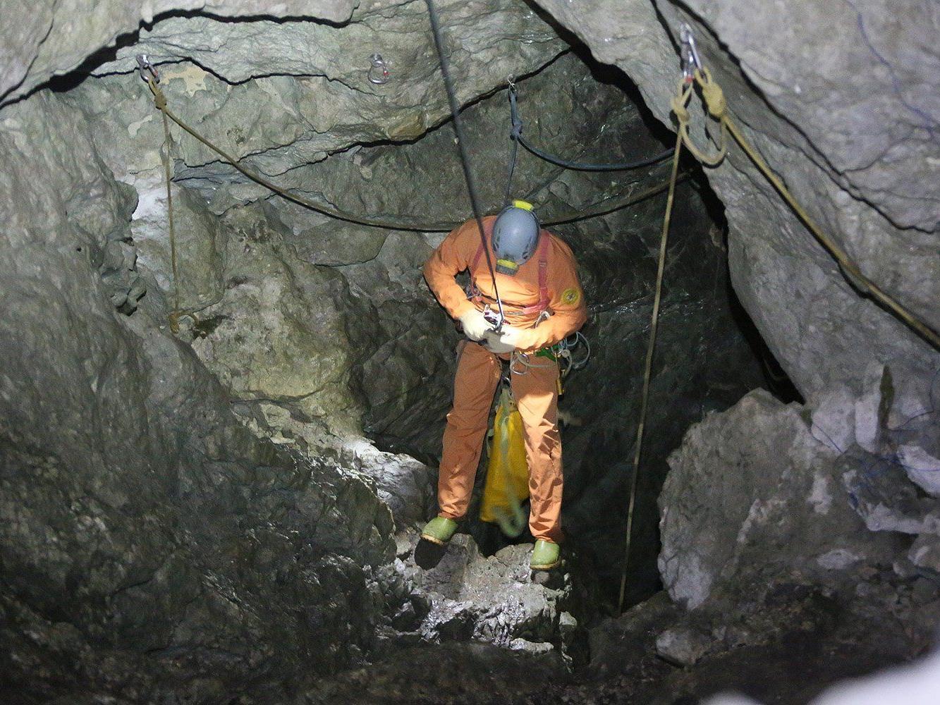 Der Salzburger Arzt, der am Rettungseinsatz im Untersberg beteiligt war, beschreibt die Lage als extrem.