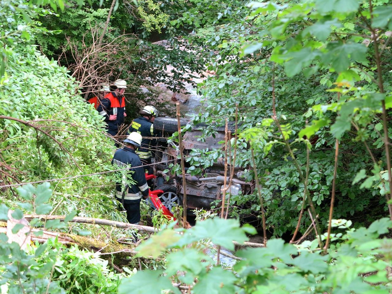 Ein Ehepaar stürzte Sonntagnachmittag am Königssee mit ihrem Pkw in die Tiefe.