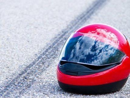 Eine Motorradlenkerin wurde bei einem Unfall schwer verletzt