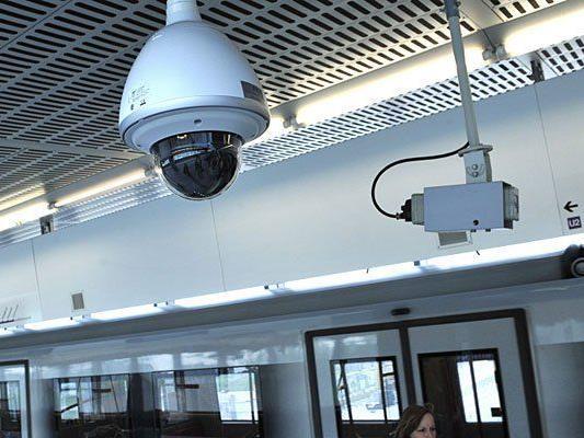 In der Wiener U-Bahn sind Überwachungskameras Standard - weitere Sicherheitsmaßnahmen sollen nun folgen