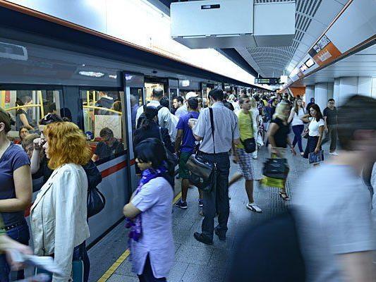 In der Wiener U-Bahn spielt sich zwischenmenschlich Spannendes ab