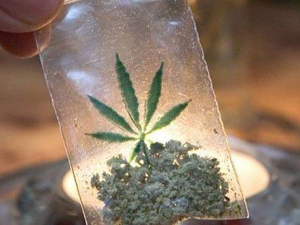 Polizisten beobachteten eine Marihuana-Übergabe