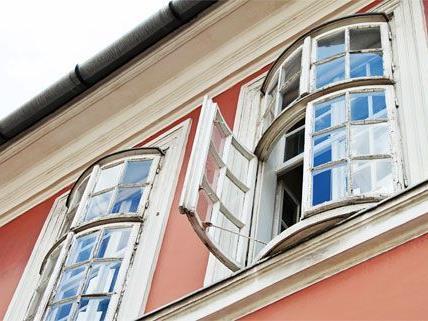 Ein kleines Mädchen stürzte in Wien-Landstraße aus einem Fenster