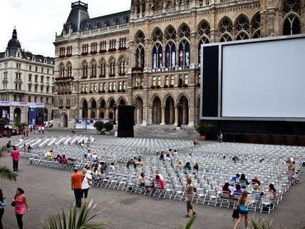 Immer wieder ein großer Anziehungspunkt für Besucher: Das Film Festival am Rathausplatz