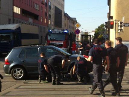 Eine Person wurde bei dem Unfall am Freitagmorgen verletzt.
