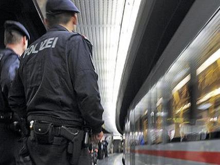 In der Wiener U-Bahn hat die Polizei eine Schwerpunktaktion durchgeführt.