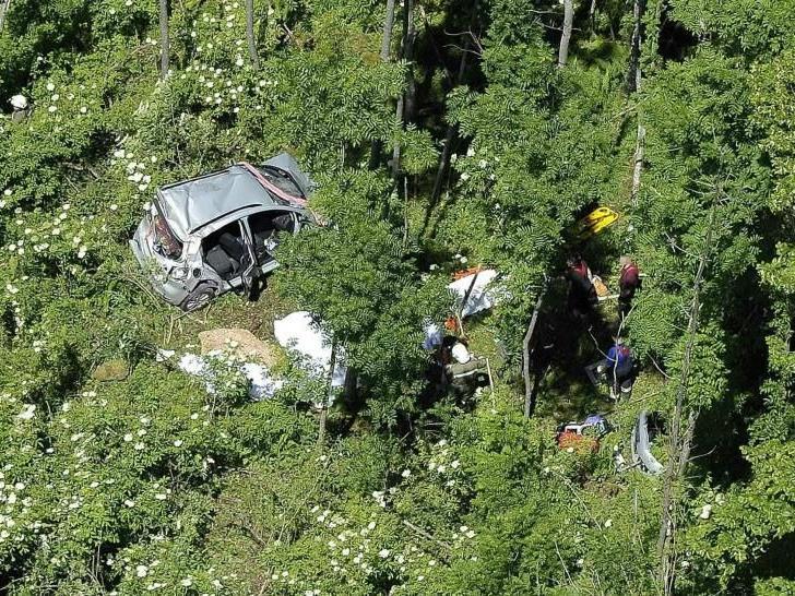 Für die vier Fahrzeuginsassen kam jede Hilfe zu spät.