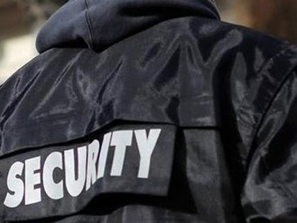 Ein Security-Mitarbeiter erlitt Schnittverletzungen.