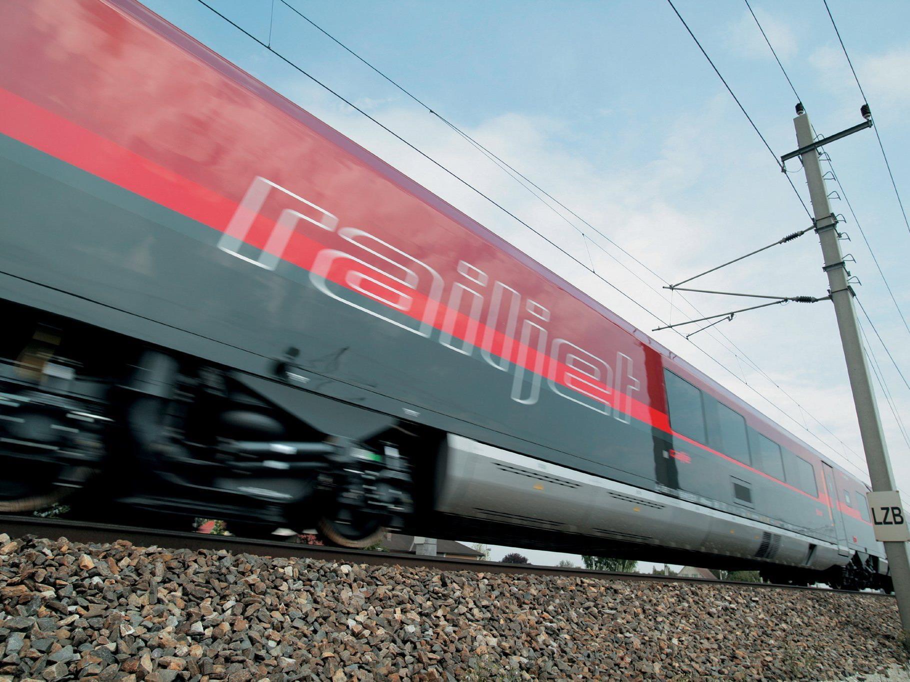 Unfall im Railjet von Bregenz nach Wien: Plastikflasche mit Milch war explodiert.