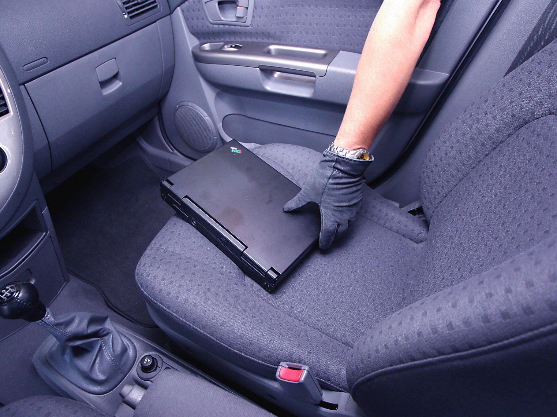 Wertgegenstände sollten unbedingt im Fahrzeug versteckt werden.