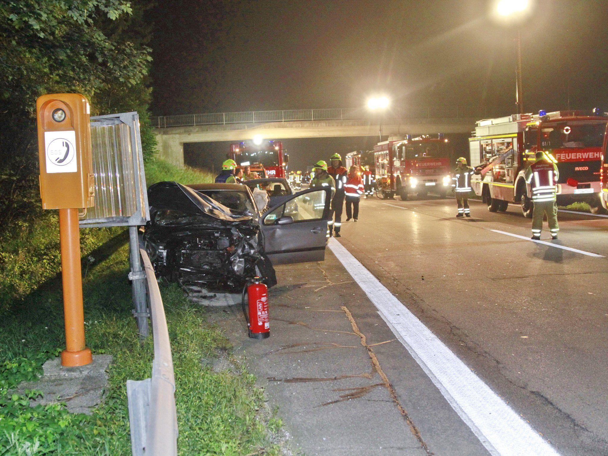 Vier teil Schwerverletzte forderte der Unfall auf der A8 bei Grabenstätt.