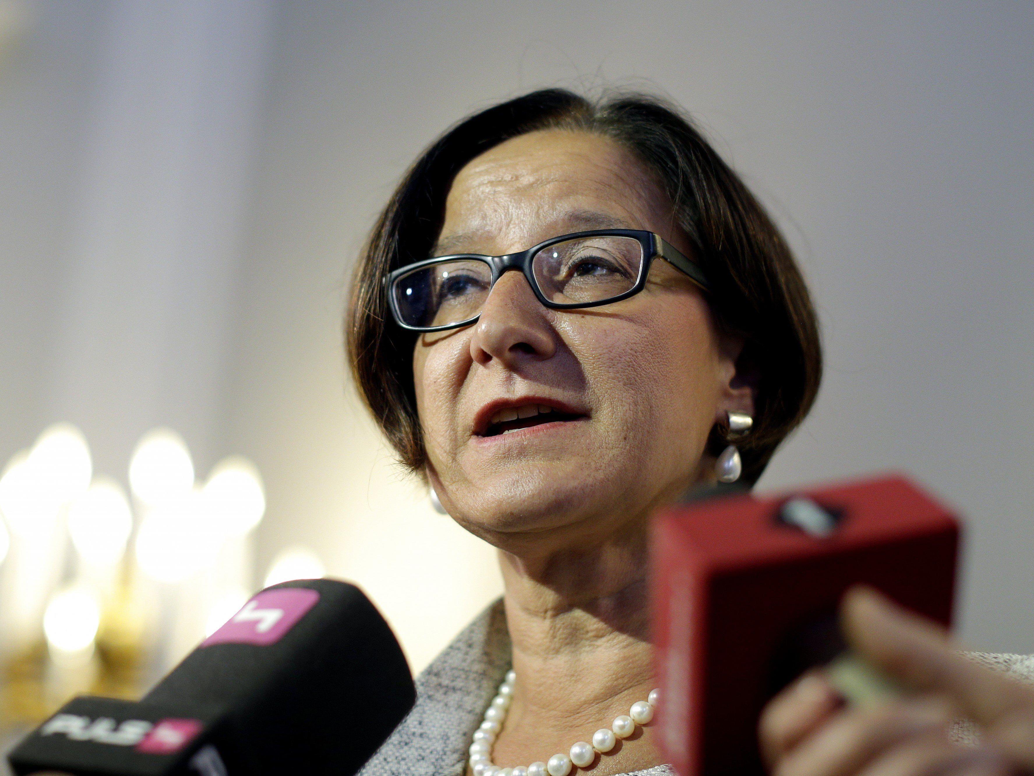 """Innenministerin Johanna Mikl-Leitner verteidigte den Polizeieinsatz zur Räumung der """"Pizzeria Anarchia""""."""