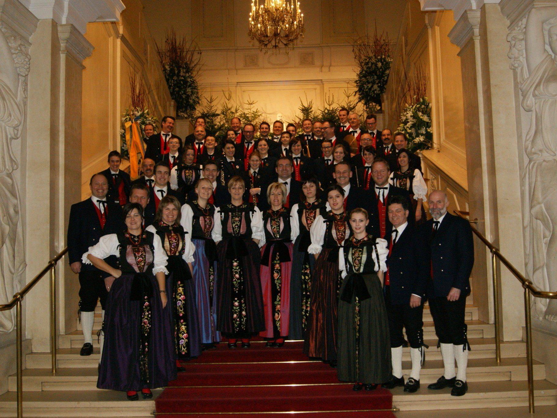 Die Trachtengruppe und Harmoniemusik Schruns laden zur Benefizveranstaltung ein.