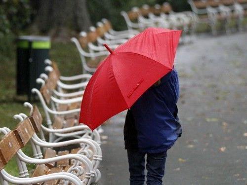 Den Regenschirm wird man kommende Woche immer wieder brauchen
