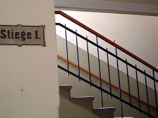 60-Jähriger nach Bankbesuch in Wien im Stiegenhaus überfallen