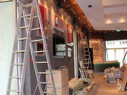 Dem Hard Rock Cafe in Wien wird wenige Wochen vor der Eröffnung der letzte Schliff gegeben.