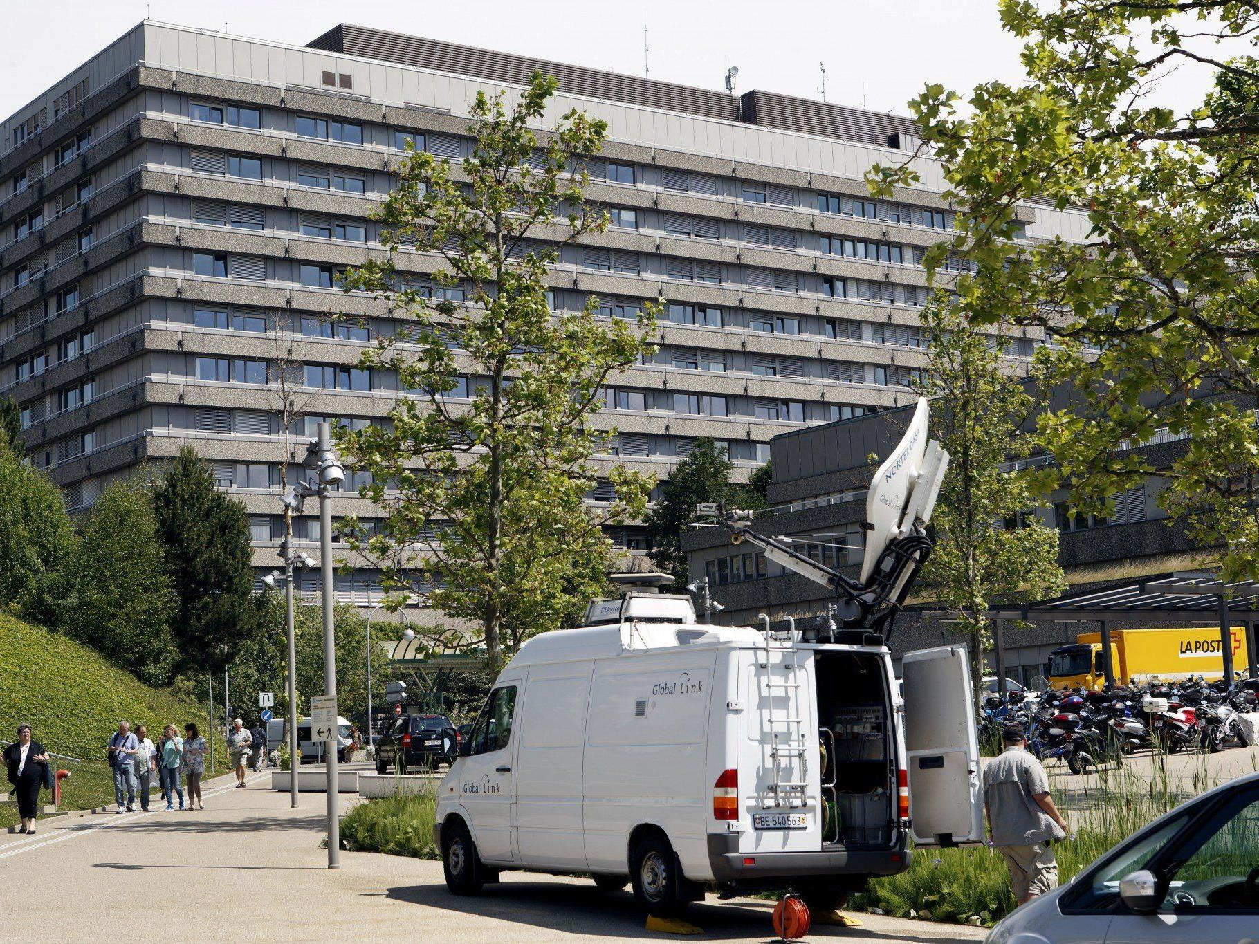 Computer steht bei Schweizer Helikopterunternehmen, das Verlegung von Grenoble nach Lausanne durchführte.
